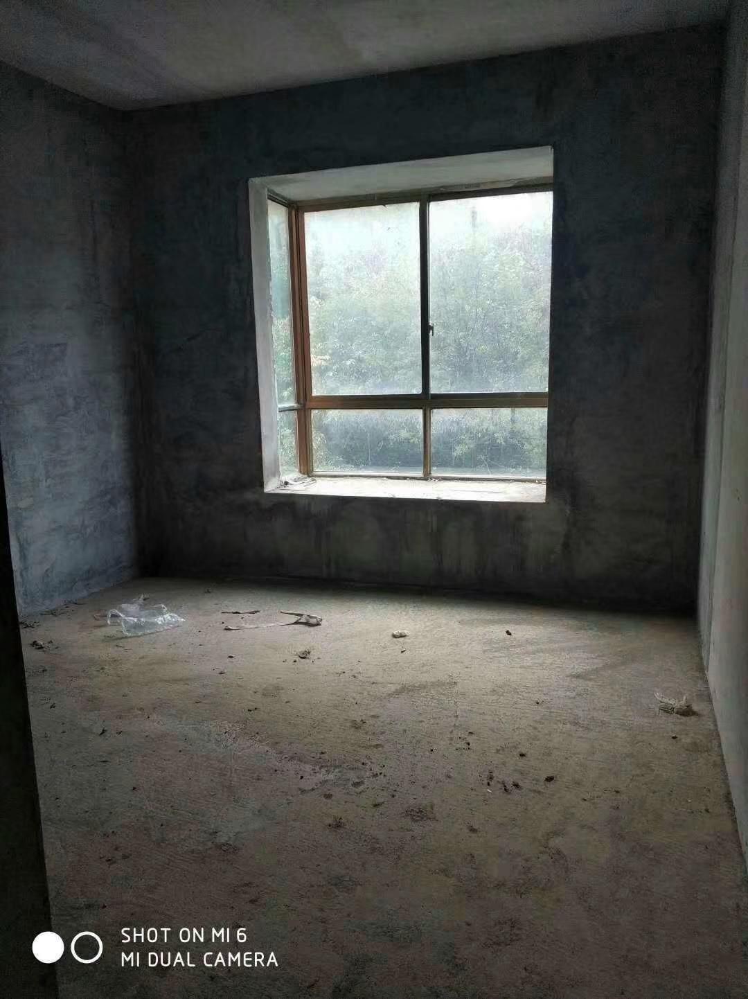 中山商城小区3室 2厅 2卫53万元