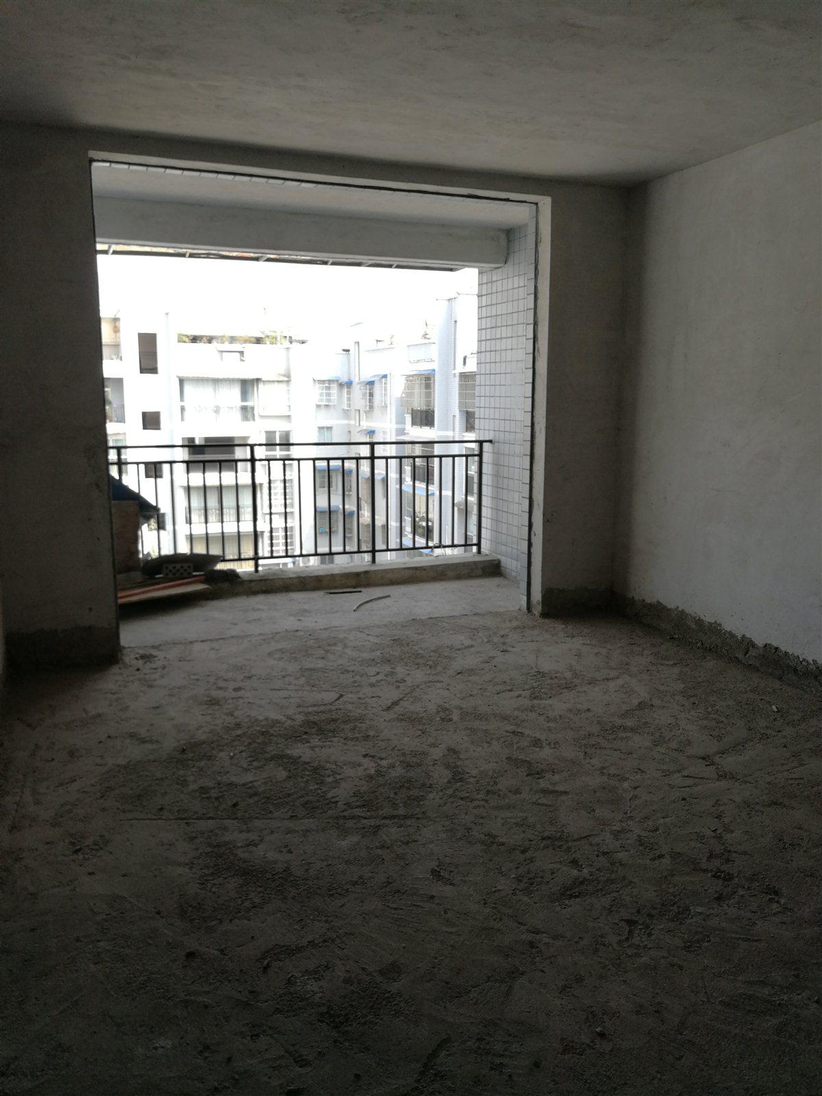 龙泉镇飞雪街新世纪商贸城5室 2厅 3卫38万元