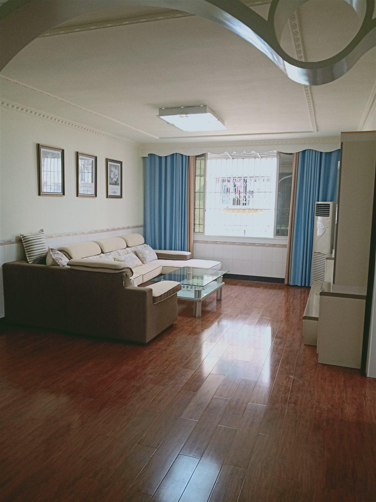 四十米大街3室 2厅 2卫52万元
