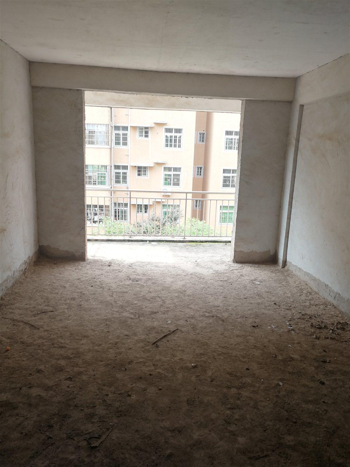 贵源新城4室 2厅 2卫85万元