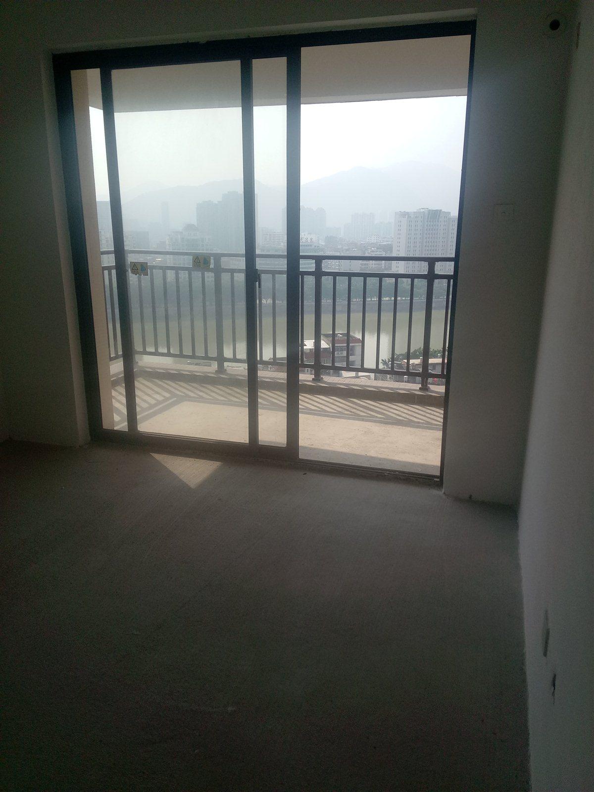 凤山学府3室 2厅 1卫83万元