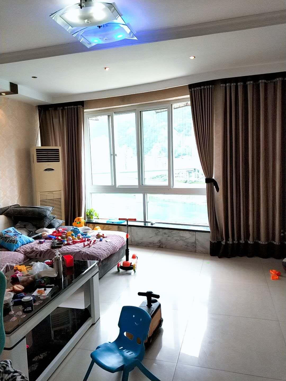 下街商贸园3室 2厅 2卫66万元