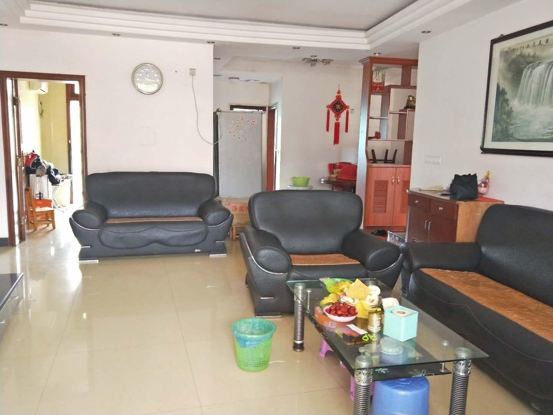 陈毅广场3室 2厅 2卫72万元