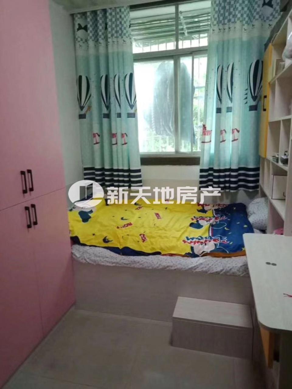 景秀公寓 三室精装修47.8万
