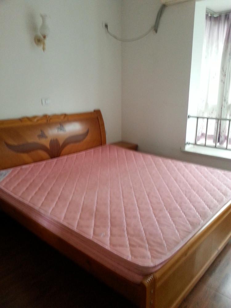 龙马石油小区3室 2厅 2卫72.8万元