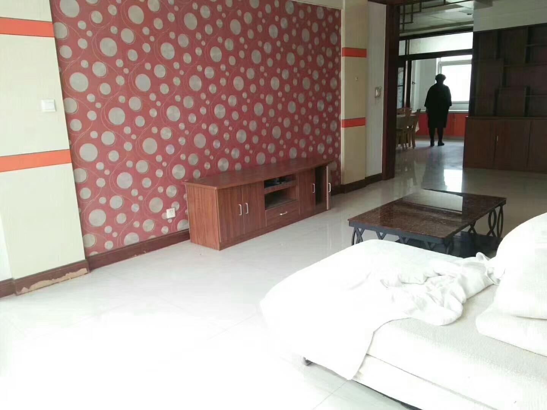 温馨家园3室 2厅 2卫140平,急售