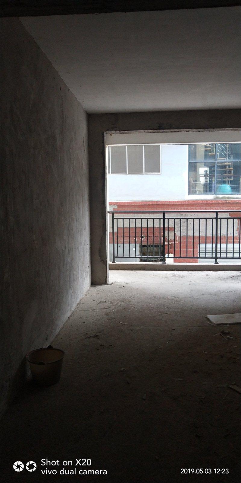 黄金水岸小区3室 2厅 1卫35.8万元