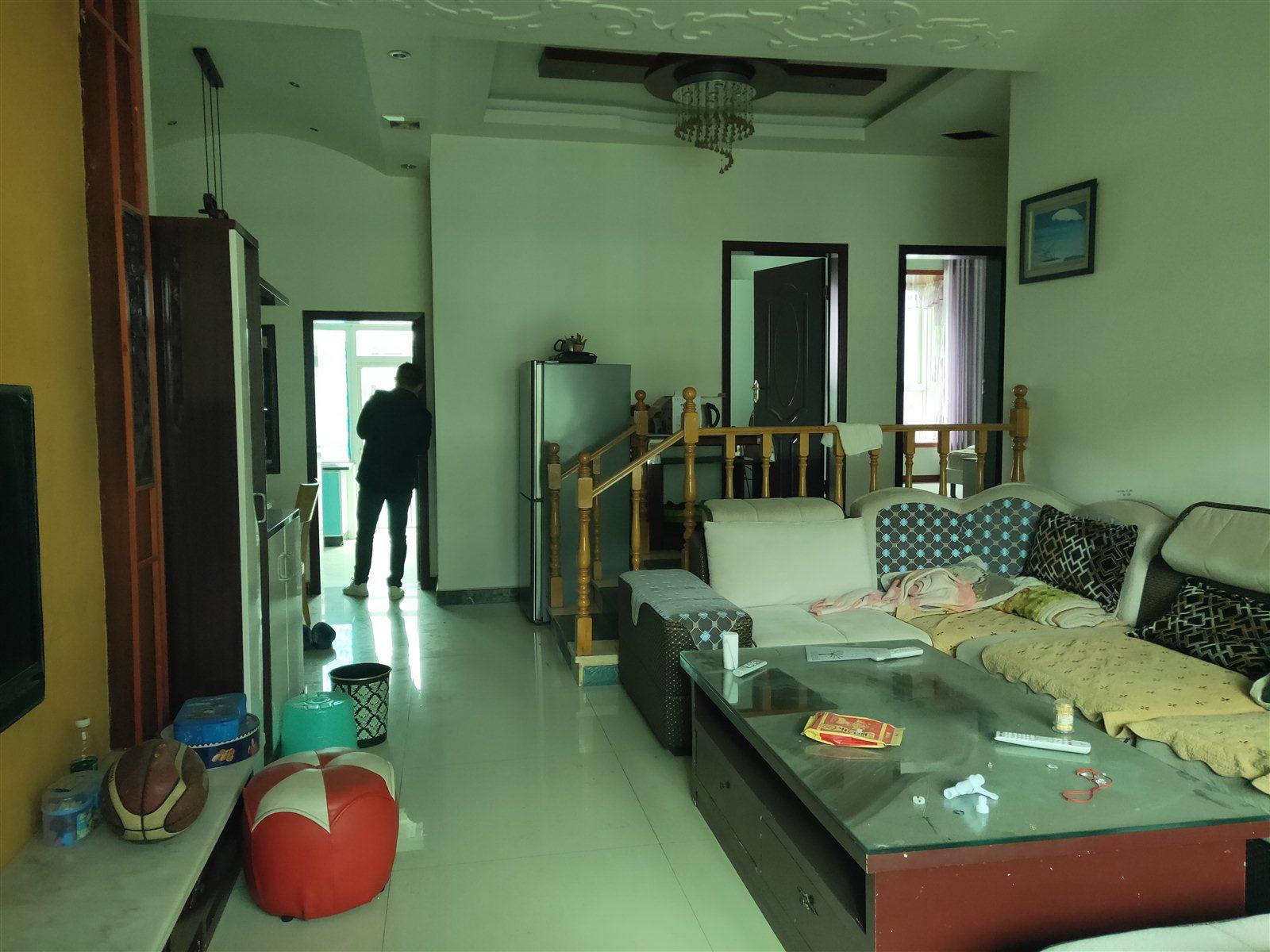 金龙花园120平精装房3室 2厅 2卫63万元