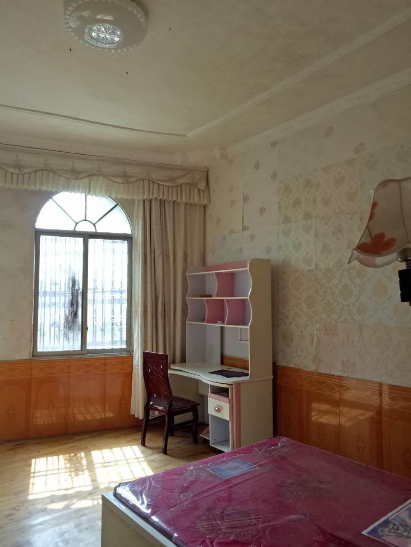 老虎洞6室 3厅 2卫60万元