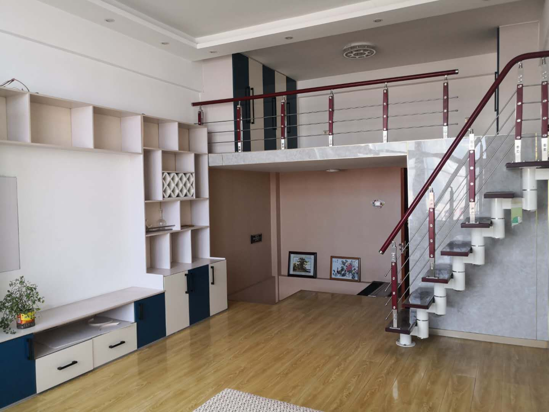 凤凰汽配城3室 3厅 2卫140万元