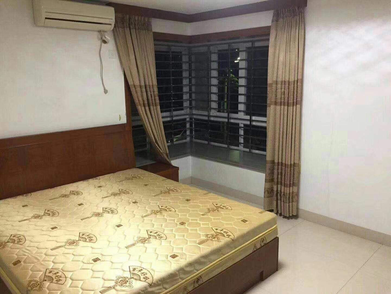 世纪豪庭4室 2厅 2卫188万元