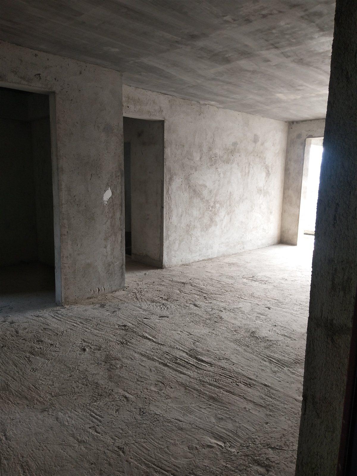 鸣大小区3室 2厅 2卫50万元