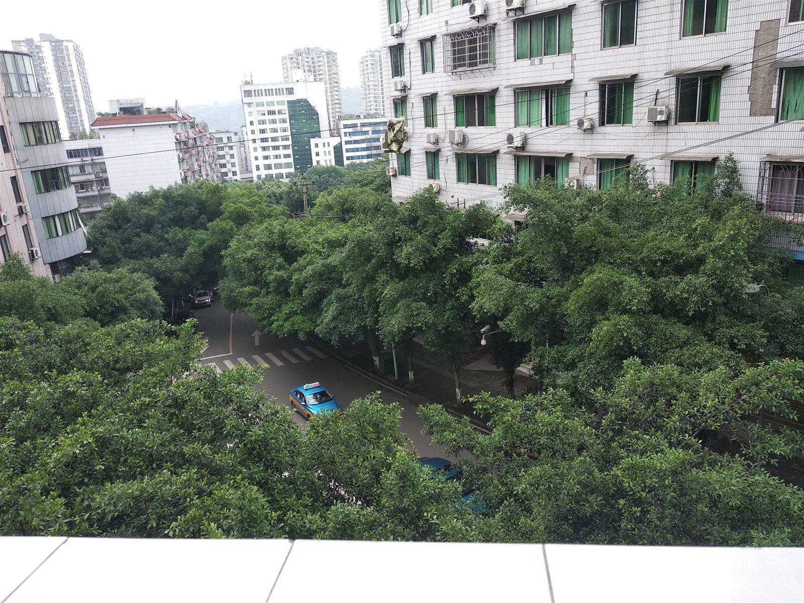 荔香林小区黄金三楼4室 2厅 2卫58.8万元