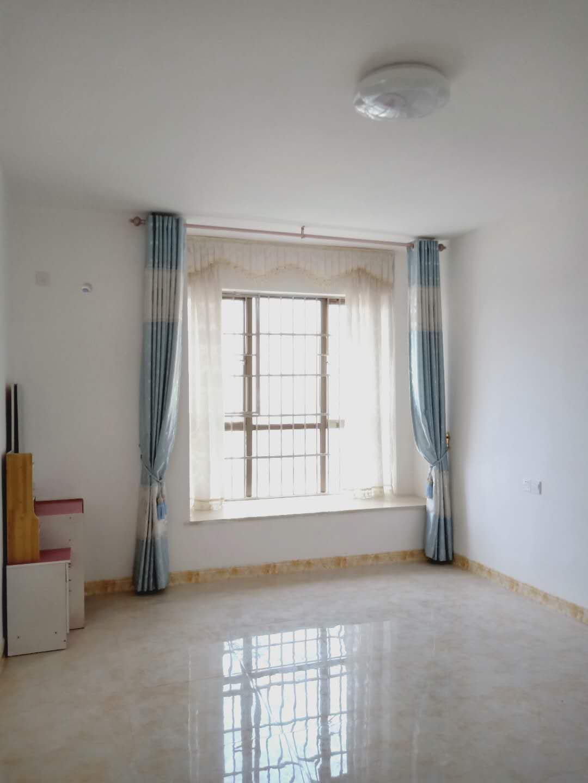 桃江龙城3室 2厅 2卫89.8万元