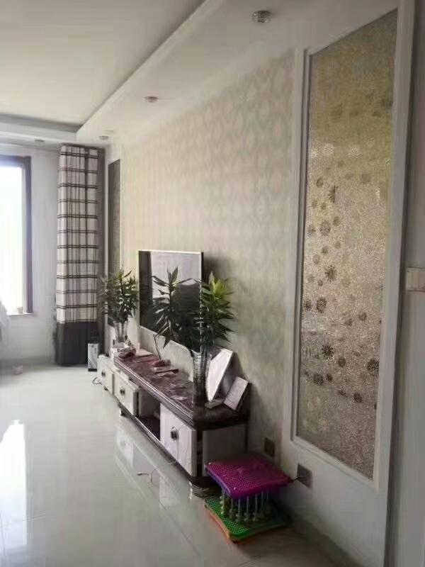 巴黎莊園13樓100平精裝修很干凈可貸款60萬元