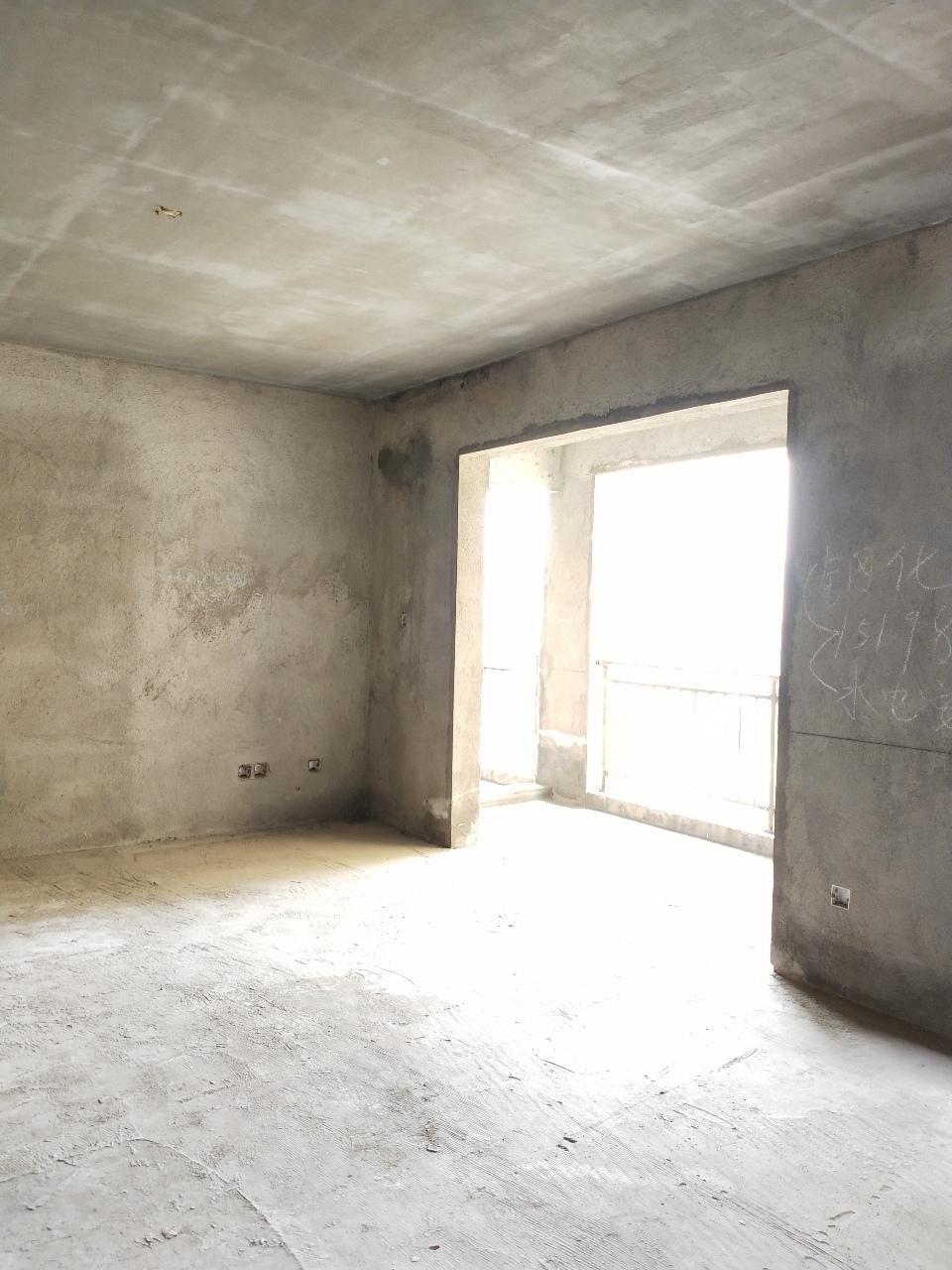 大都会3室 2厅 2卫60.7万元