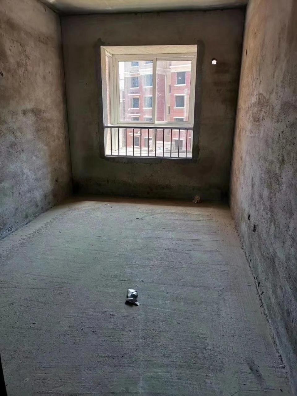 邊套一樓帶平臺學府花園147平4室 2廳 2衛