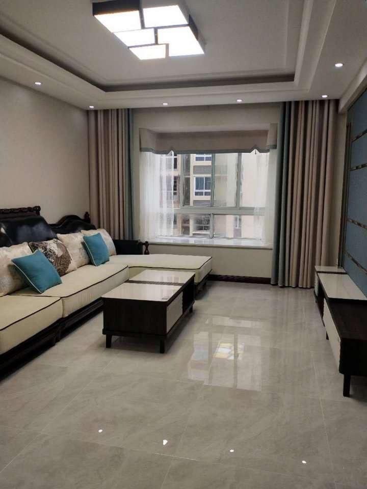 石朝门3室 2厅 2卫74.8万元