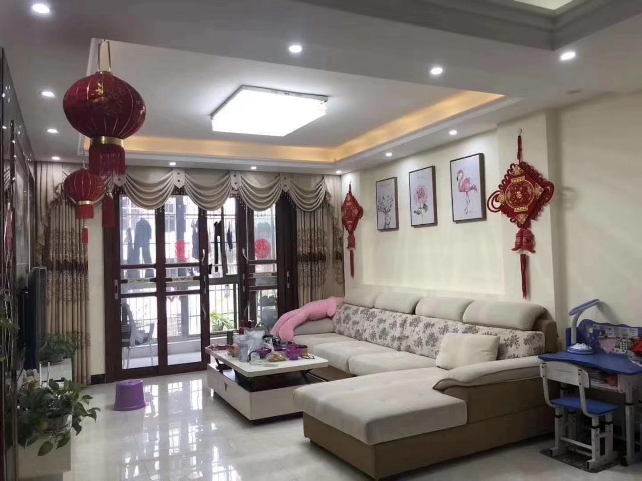 龙景嘉园 精装修 3室 2厅 2卫95.8万元