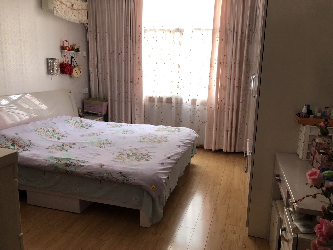 景秀公寓小区3室 2厅 2卫45万元