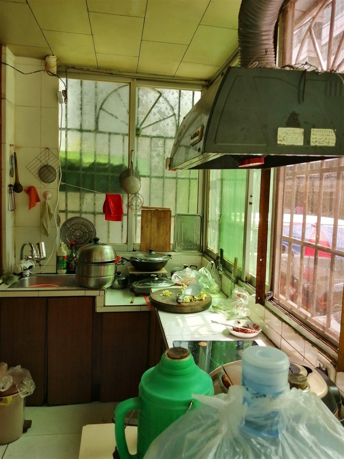 紫江花园3室 1厅 1卫69.8万元