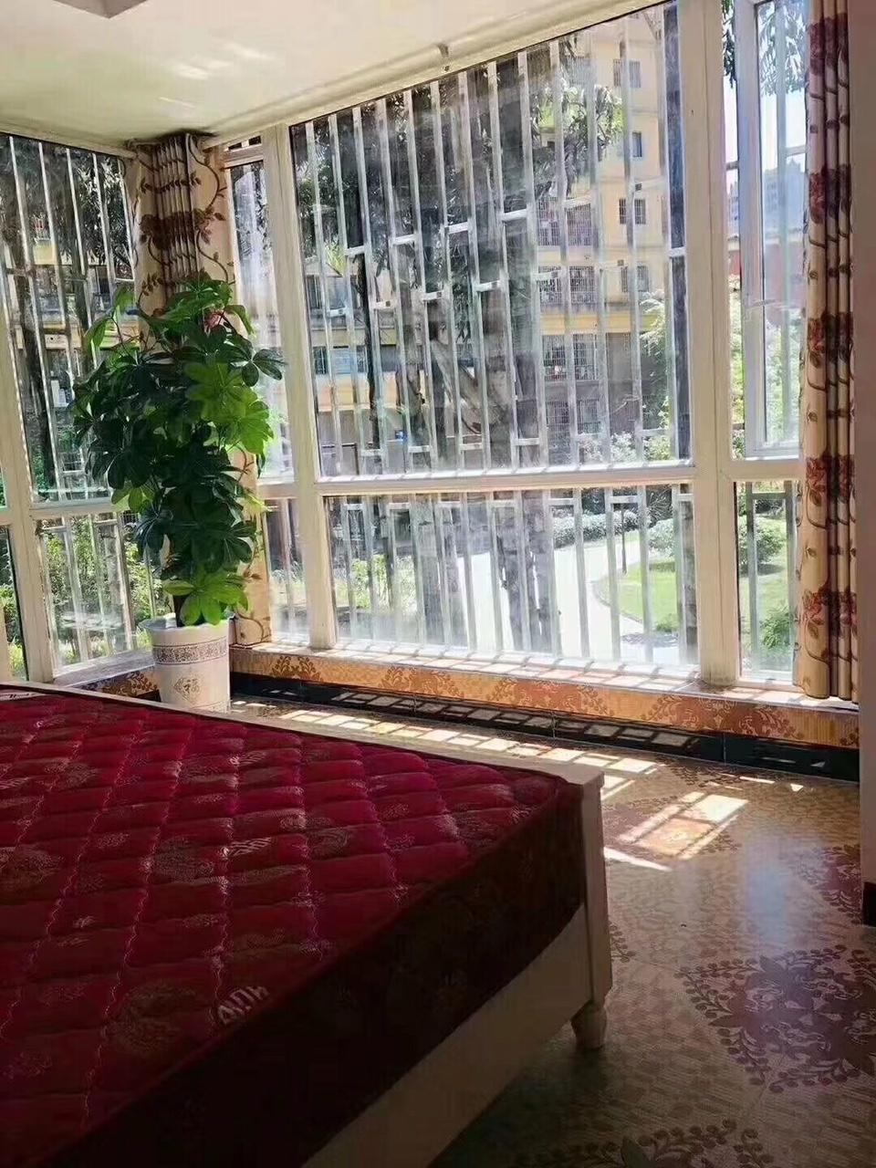 新港华府3室 2厅 1卫68.8万元精装修拎包入住