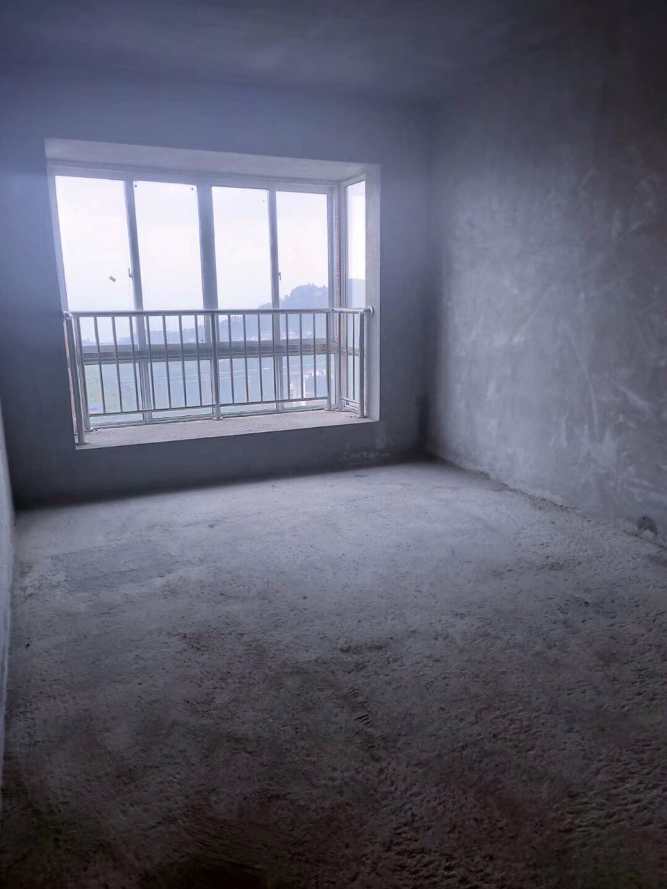 四转盘毛抷房3室 2厅 2卫63万元