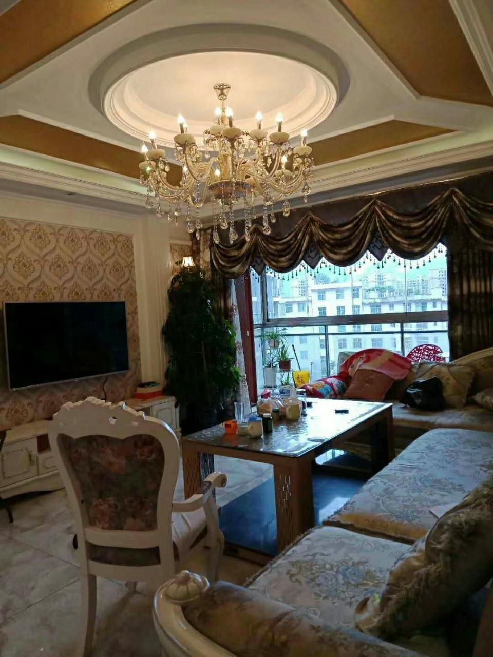 银座127平精装房4室 2厅 2卫68.8万元