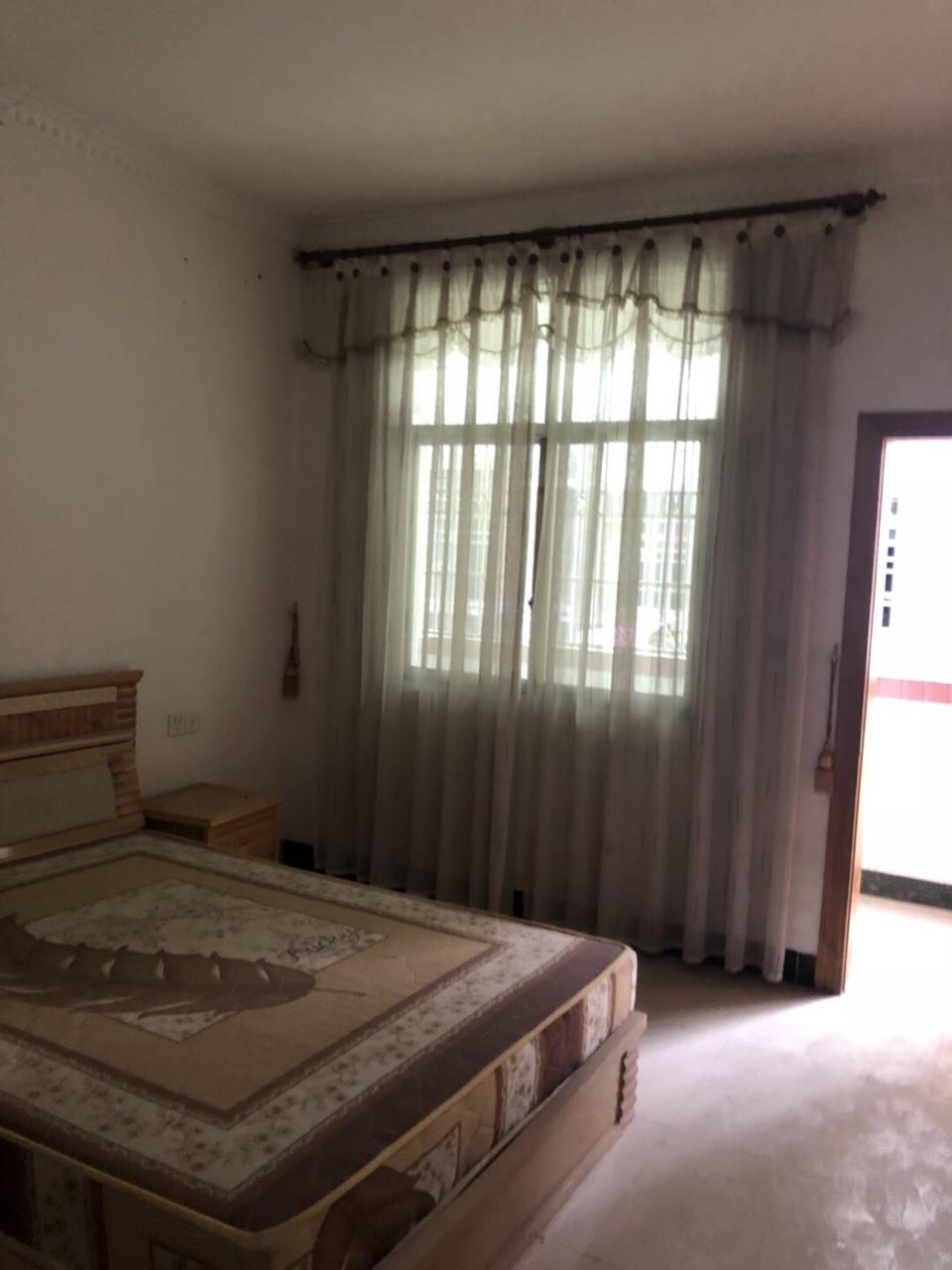 景秀公寓小区4室 2厅 2卫58万元