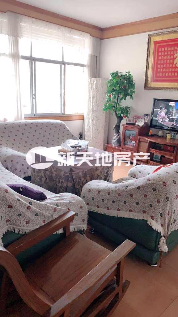 景秀公寓小区3室2厅2卫45万元