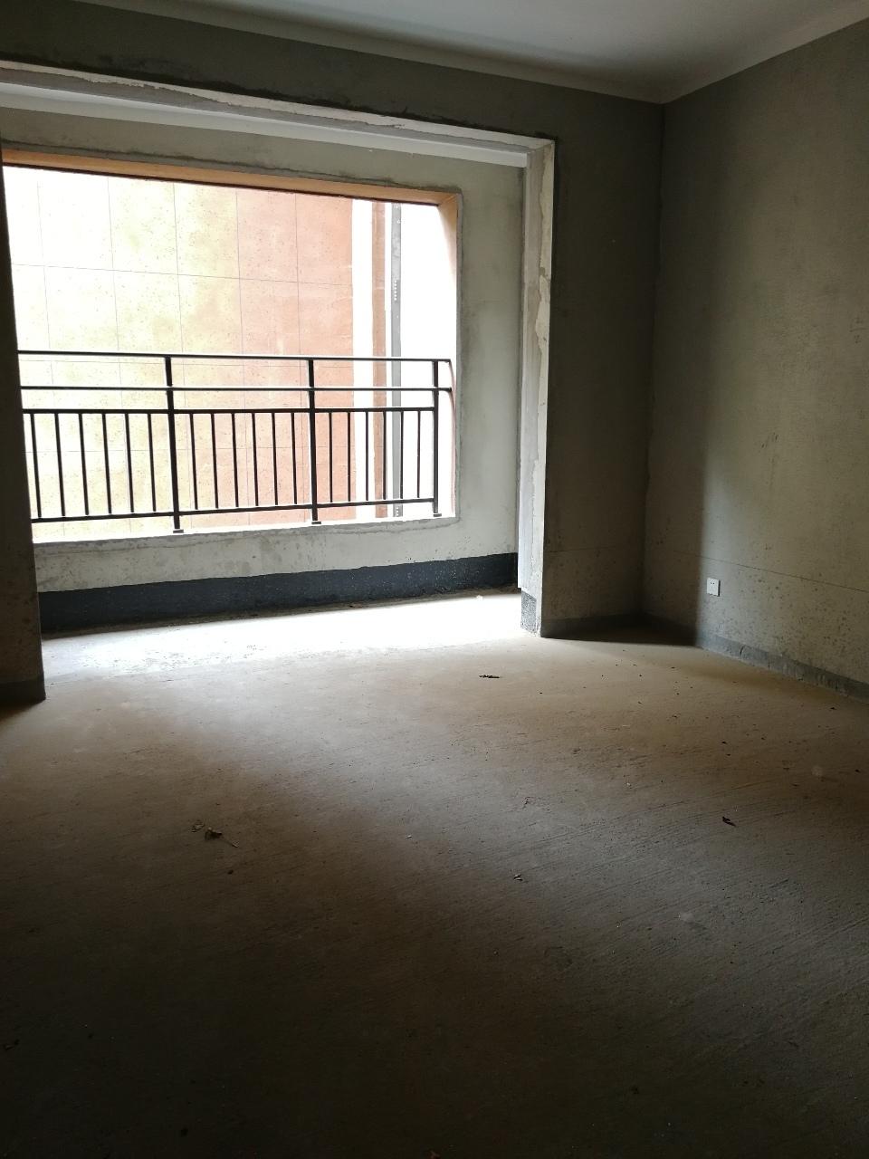 新泰龙城电梯学区现房环境优美