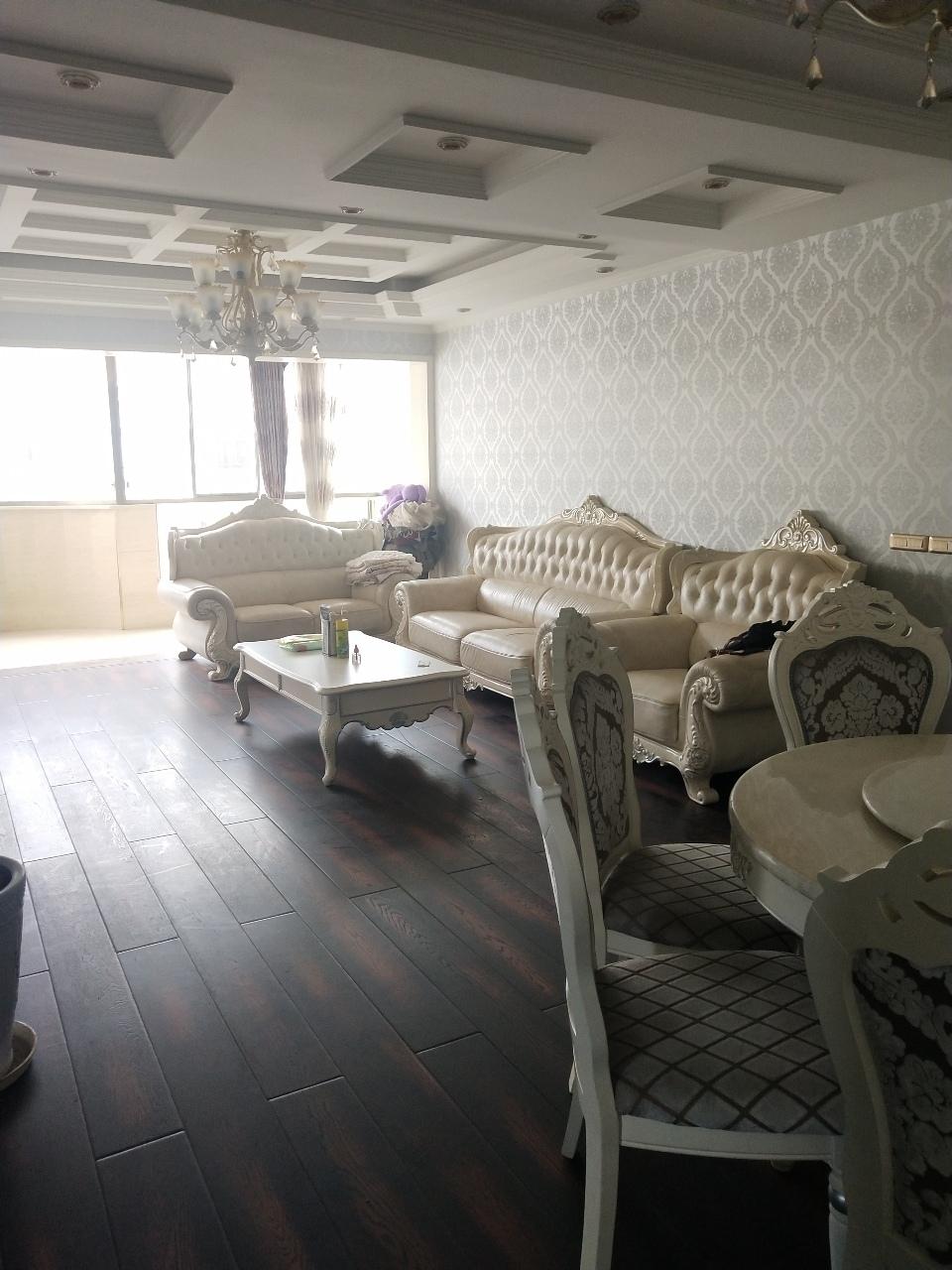 恒利三室带大弧形阳台,73万元