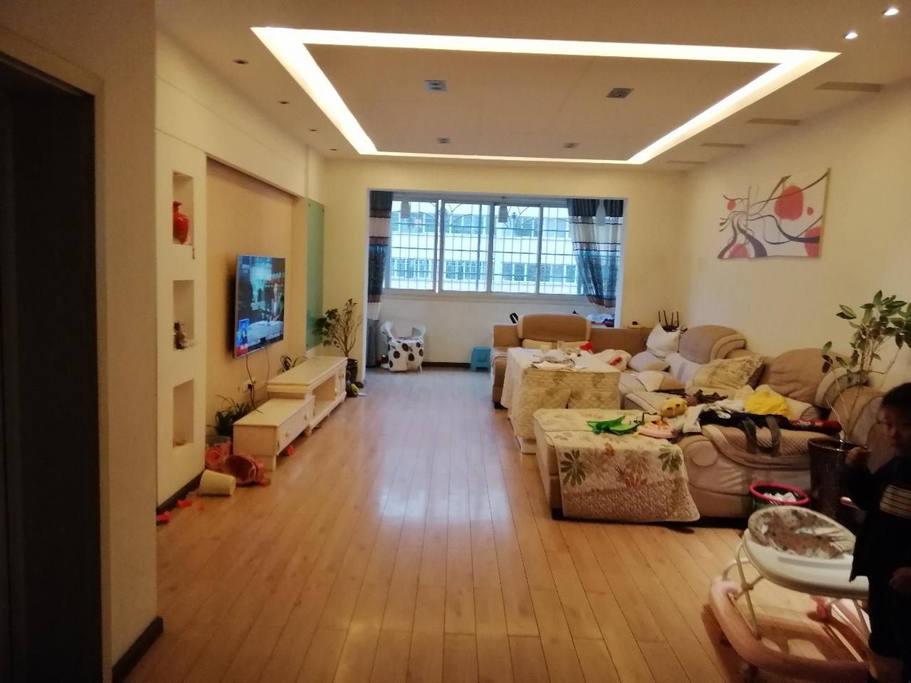 紫江花园3室 2厅 2卫56.8万元