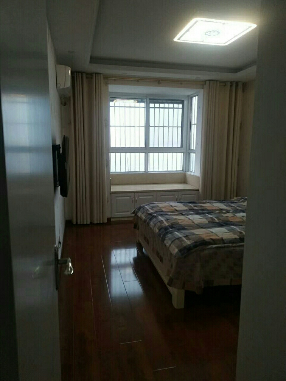 景泰花园3室 2厅 2卫125.8万元