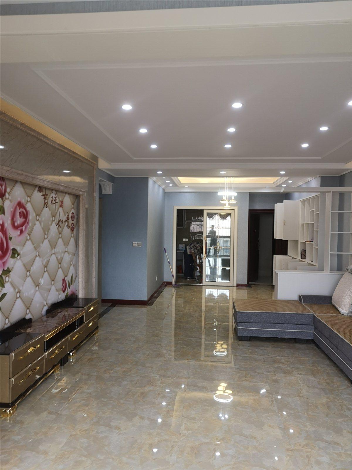 国酒新城五期3室 2厅 2卫78万元