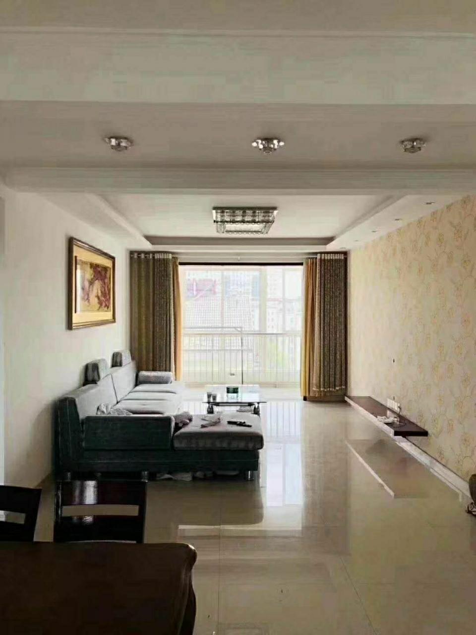 富贵牡丹园7楼138平带车位储藏室精装102万元