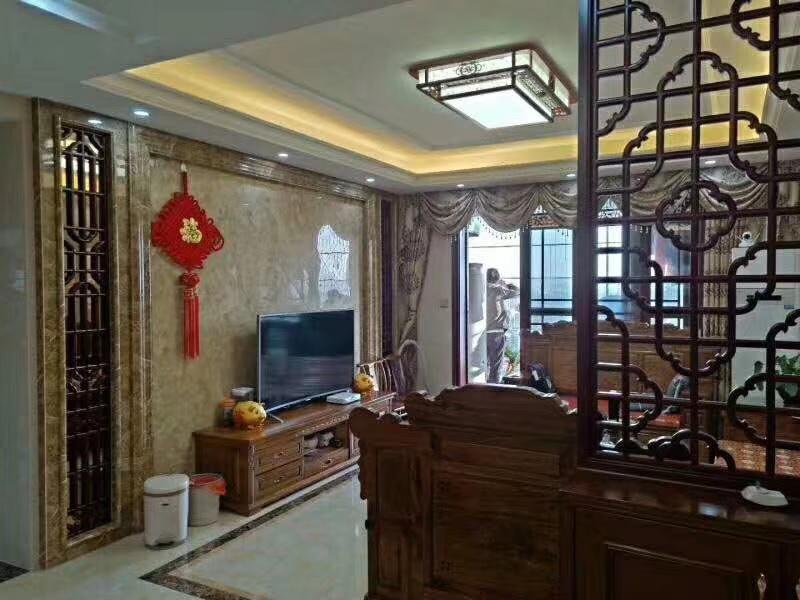 售万隆城旁边凯旋国际精装3房红木家私