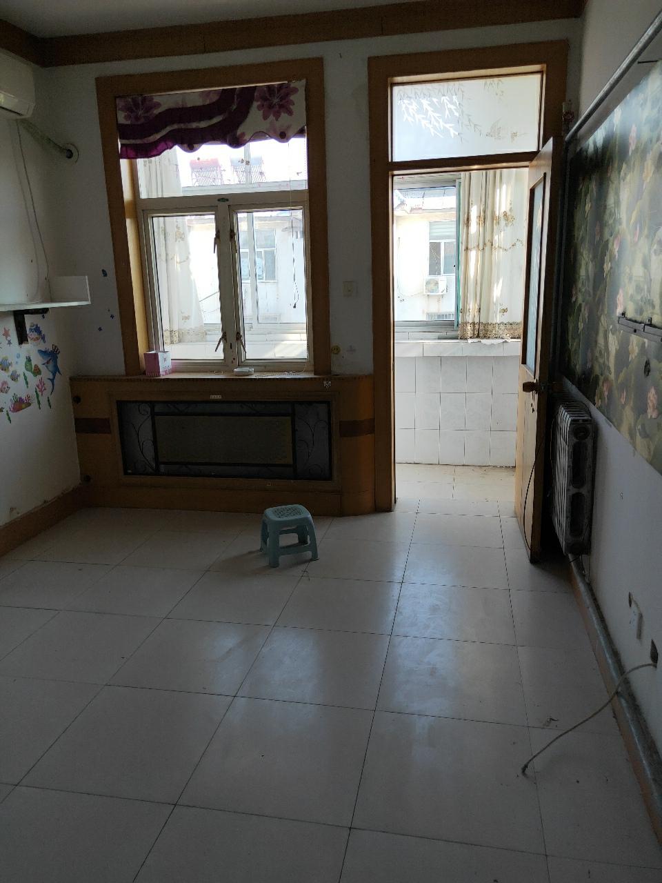 红庙小区4楼68平2室 2厅 1卫38万元