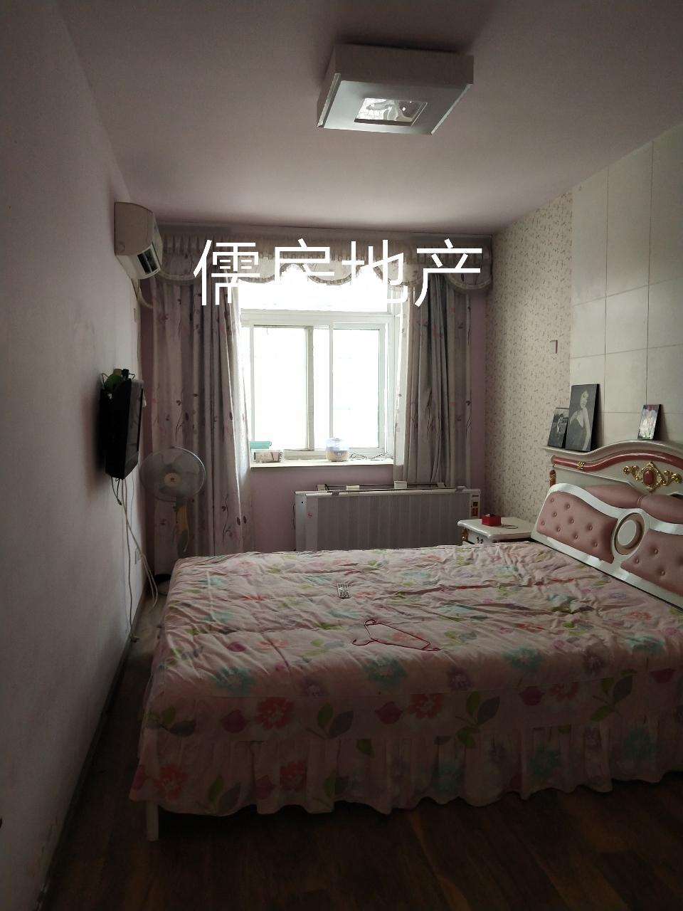 万阁花园一楼带大院子3室 2厅 2卫105万元