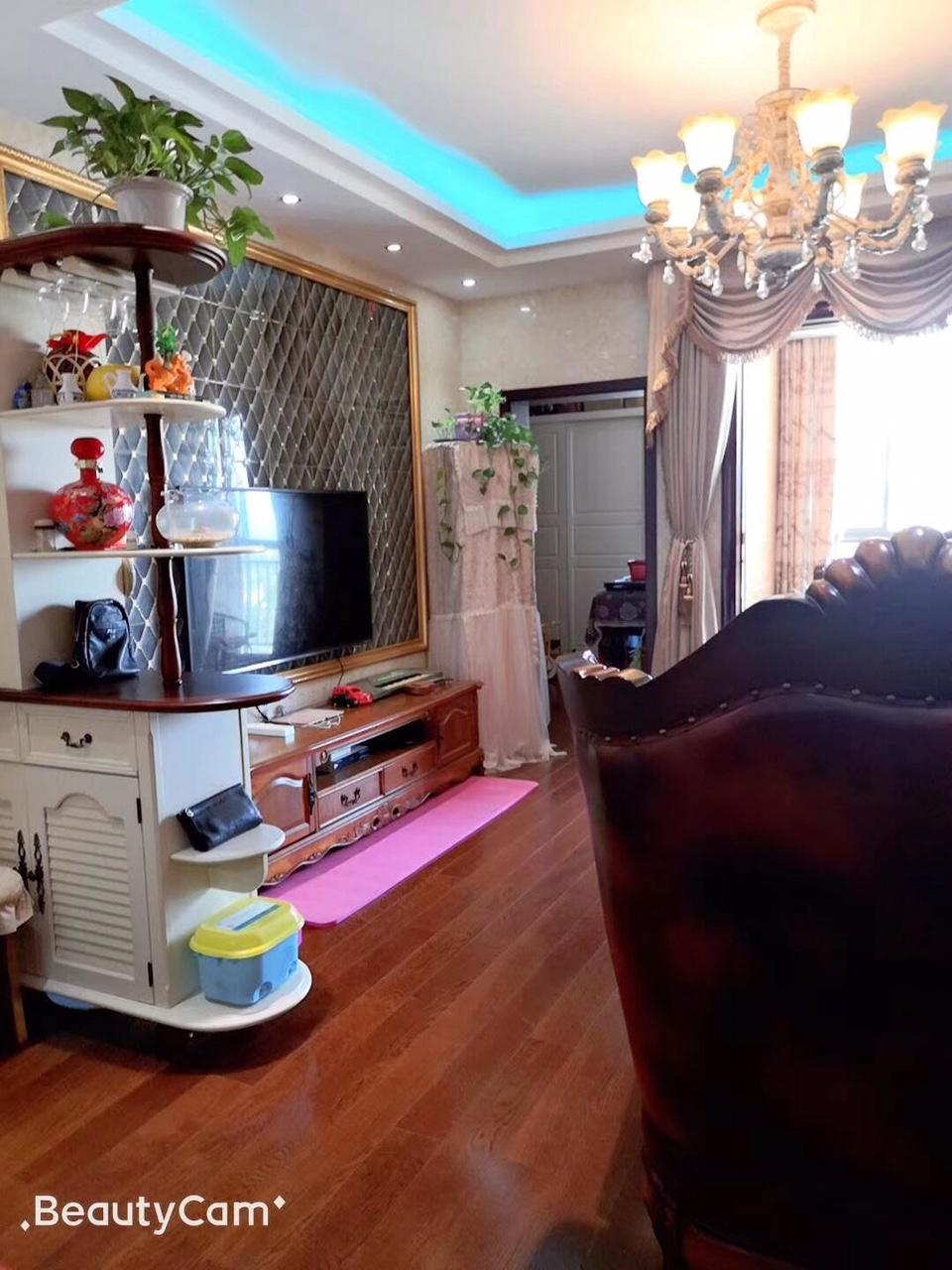 阳光花园3室 2厅 2卫82.5万元