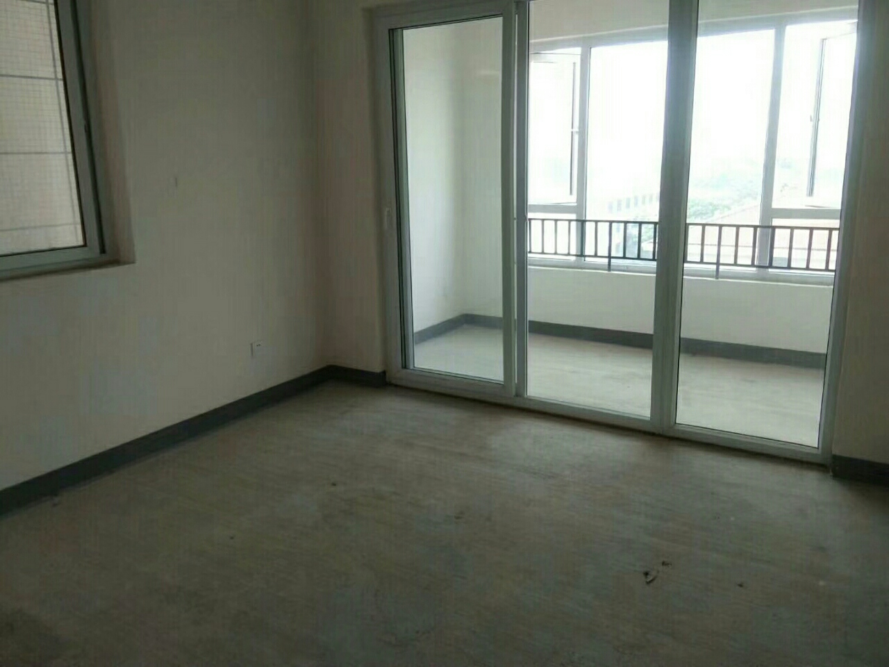 蓝光3室 2厅 1卫65.8万元