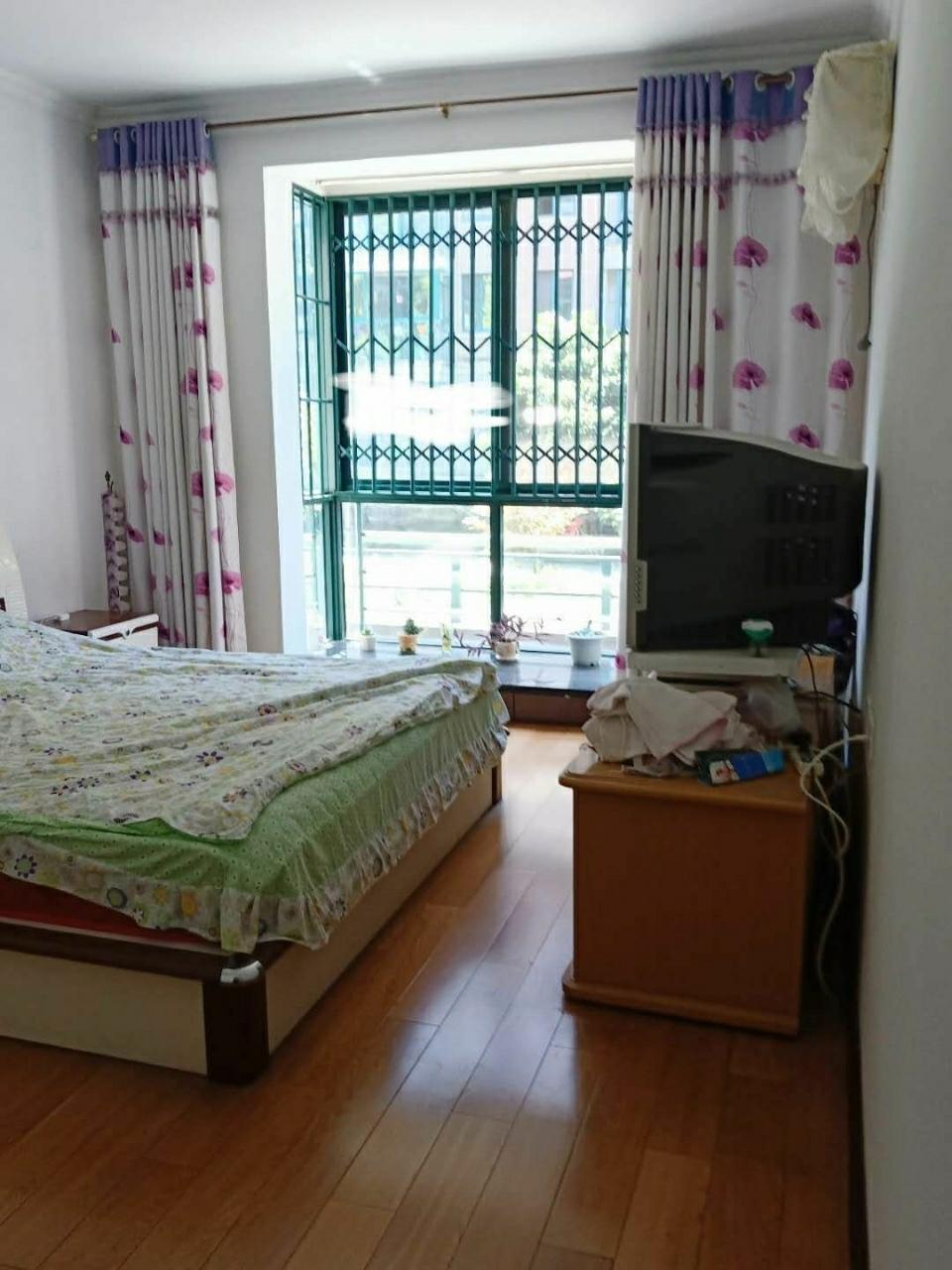 宁国花园【570】3室 2厅 2卫99.8万元