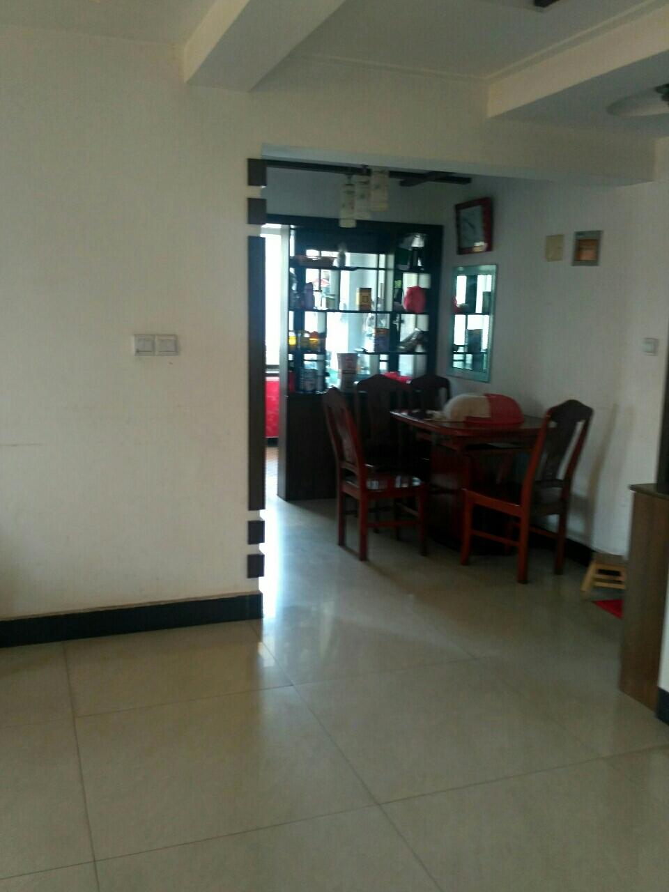 龙湖花苑3室 2厅 1卫74.8万元