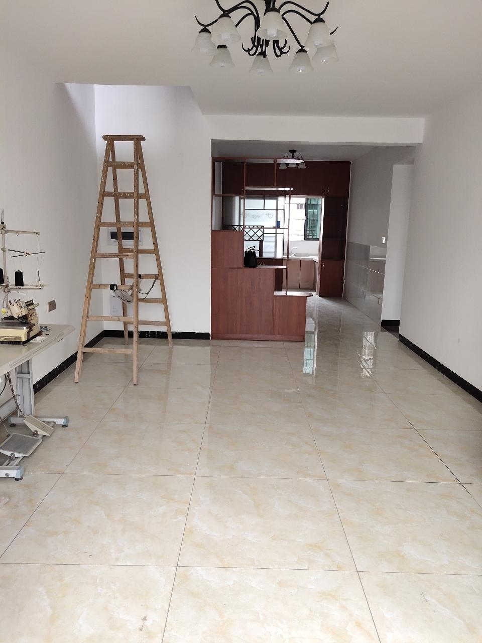 旭华东城 新装修未入住4室 2厅 2卫79.9万元