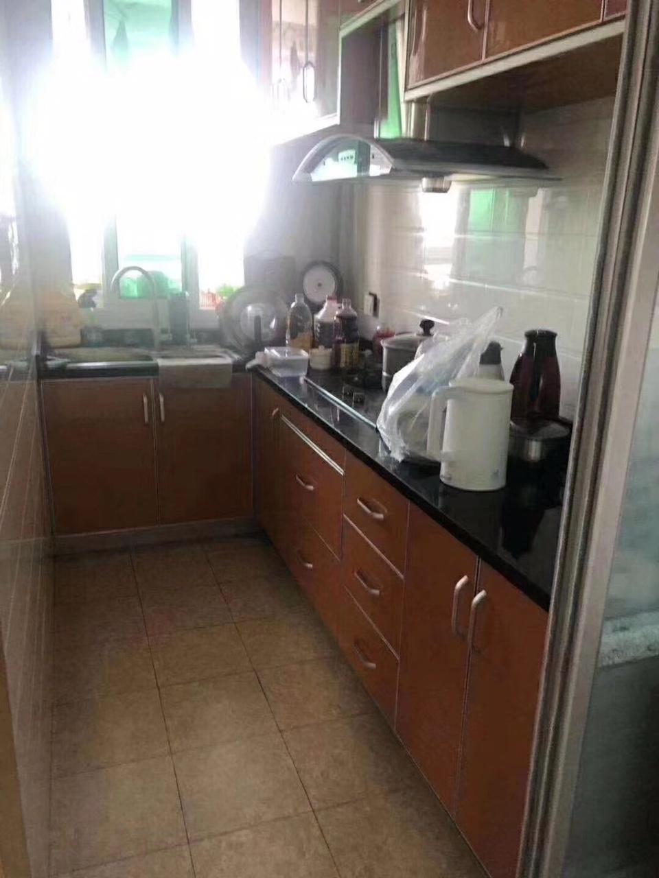 君悦兰庭6楼99平+16平一口价93万