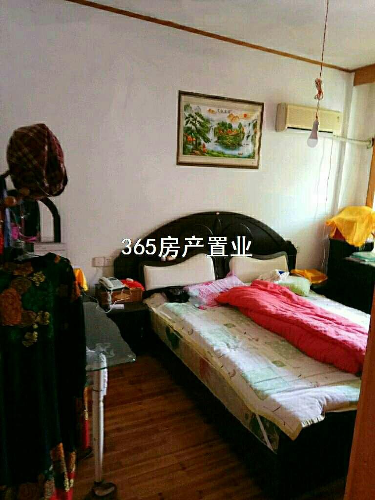 江滨一期3室 2厅 2卫78万元