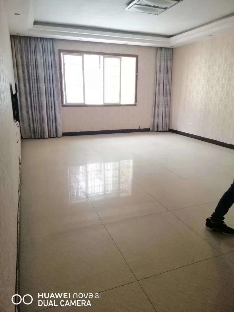 农机大厦4室 2厅 2卫83.8万元
