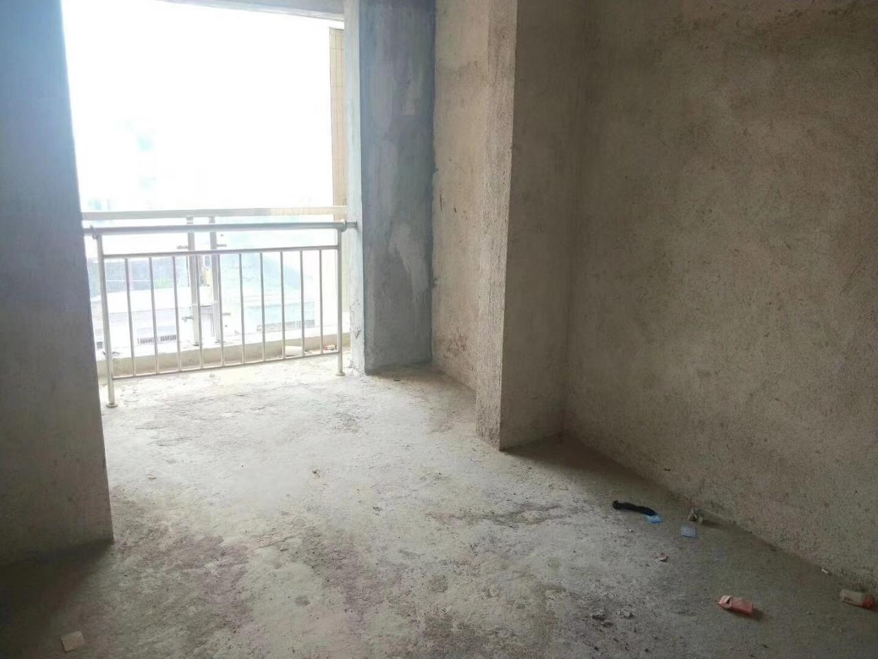 体育新居3室 2厅 2卫78.8万元