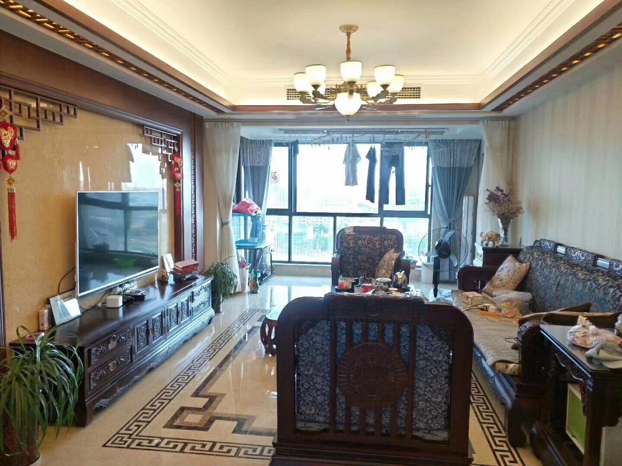 上尚城黄金楼层东边套135.6+车库26平185万