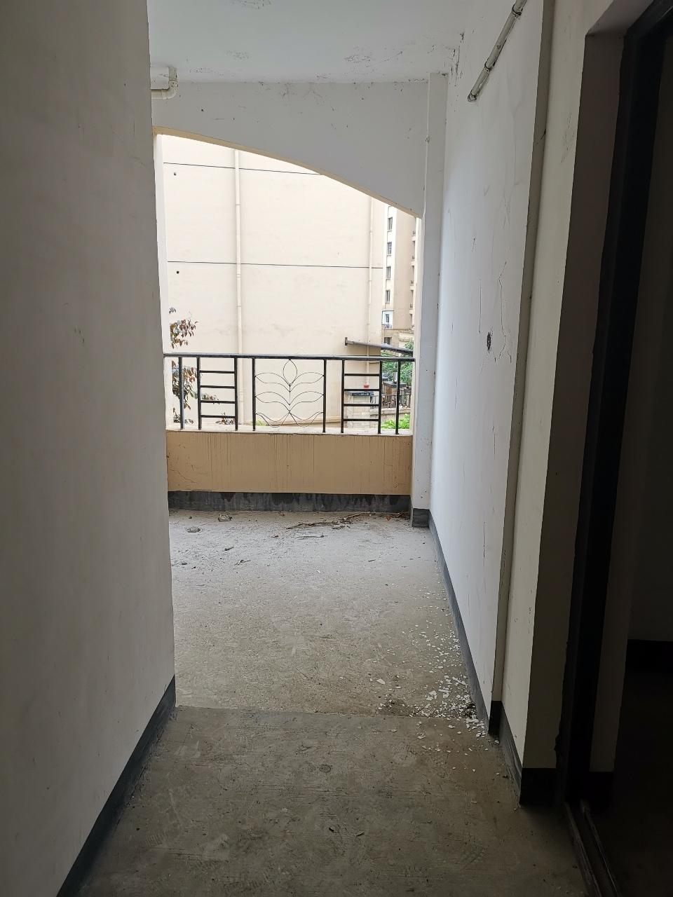 晋鹏·山台山4室 2厅 2卫75万元